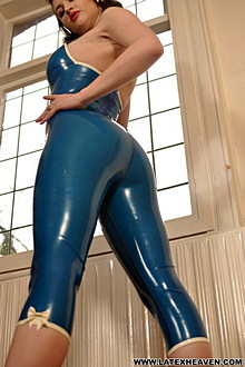 Lizzie Bayliss In Trans Blue Cs - Picture 4